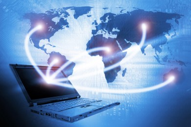 Laptop technology background / © semisatch / Fotolia.com.